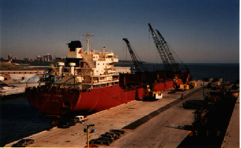 Zonyx Report:  Canadian steel ship Ottawa unloading at Port of Milwaukee
